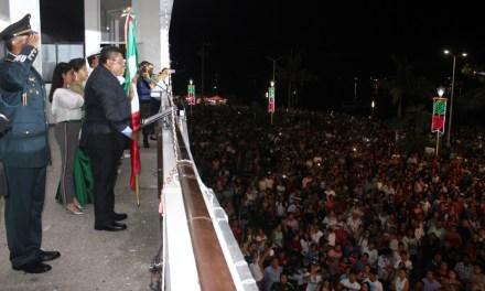 Toño Aguilar encabeza espectacular noche mexicana del 208 aniversario de la Independencia de México