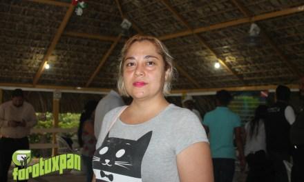 Pasarela de adopción de mascotas por Refugios de Tuxpan