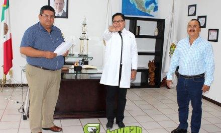 Rinde protesta nuevo director de Salud