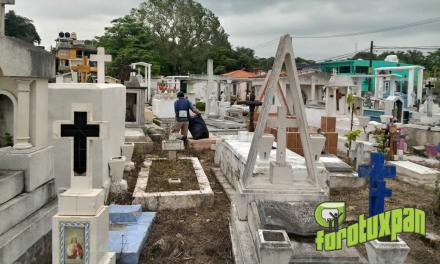 """Limpieza anticipada de panteones por festejos a """"Fieles Difuntos"""""""