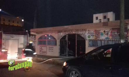 Se incendia Gimnasio SPORT SILVER en la Ávila Camacho