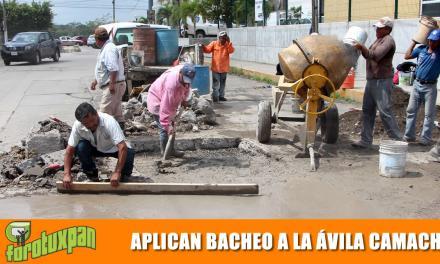 Aplican bacheo en la Manuel Ávila Camacho