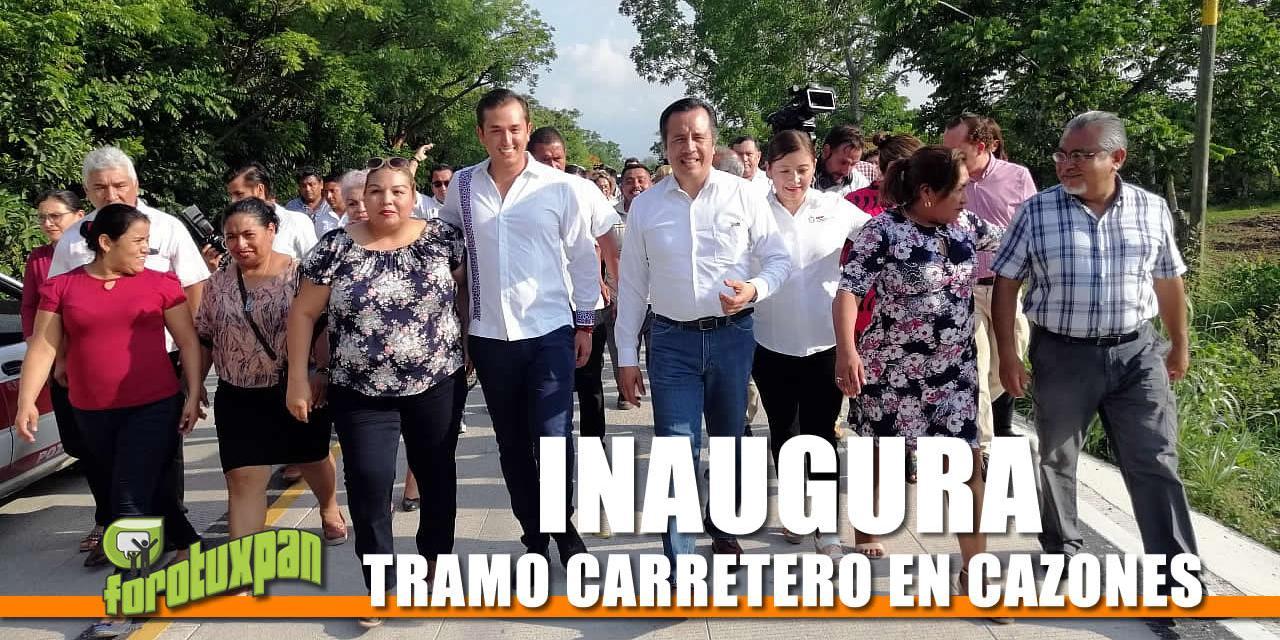 INAUGURA EL GOBERNADOR TRAMO CARRETERO DEL MUNICIPIO DE CAZONES