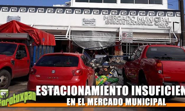 ESTACIONAMIENTO EN EL MERCADO MUNICIPAL INSUFICIENTE