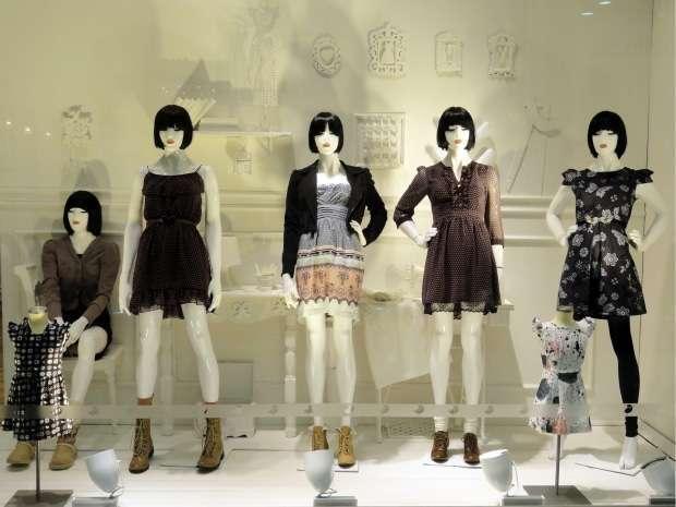 como-arrumar-vitrine-loja-de-roupas-e-calcados-222