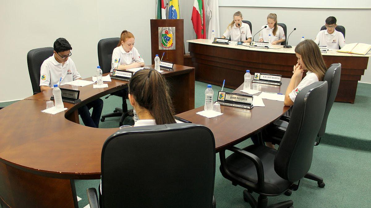 Parlamento Jovem se reúne para mais uma Sessão Ordinária - Forquilhinha Notícias