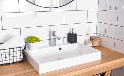 Eight Amazing Decorating Ideas for Your Small Apartment ... on Bathroom Ideas For Apartments  id=86829