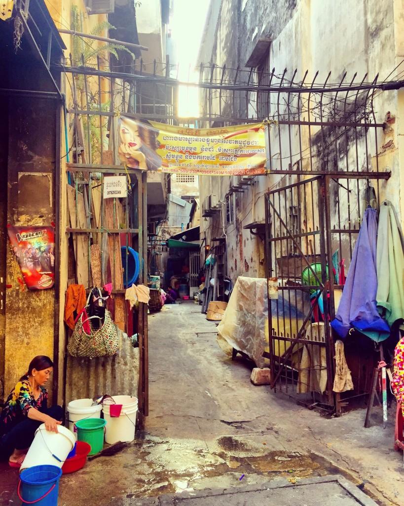 cambodia-phnompenh-streets-forteebello