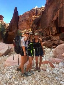 havasu-girls-hiking-forteebello