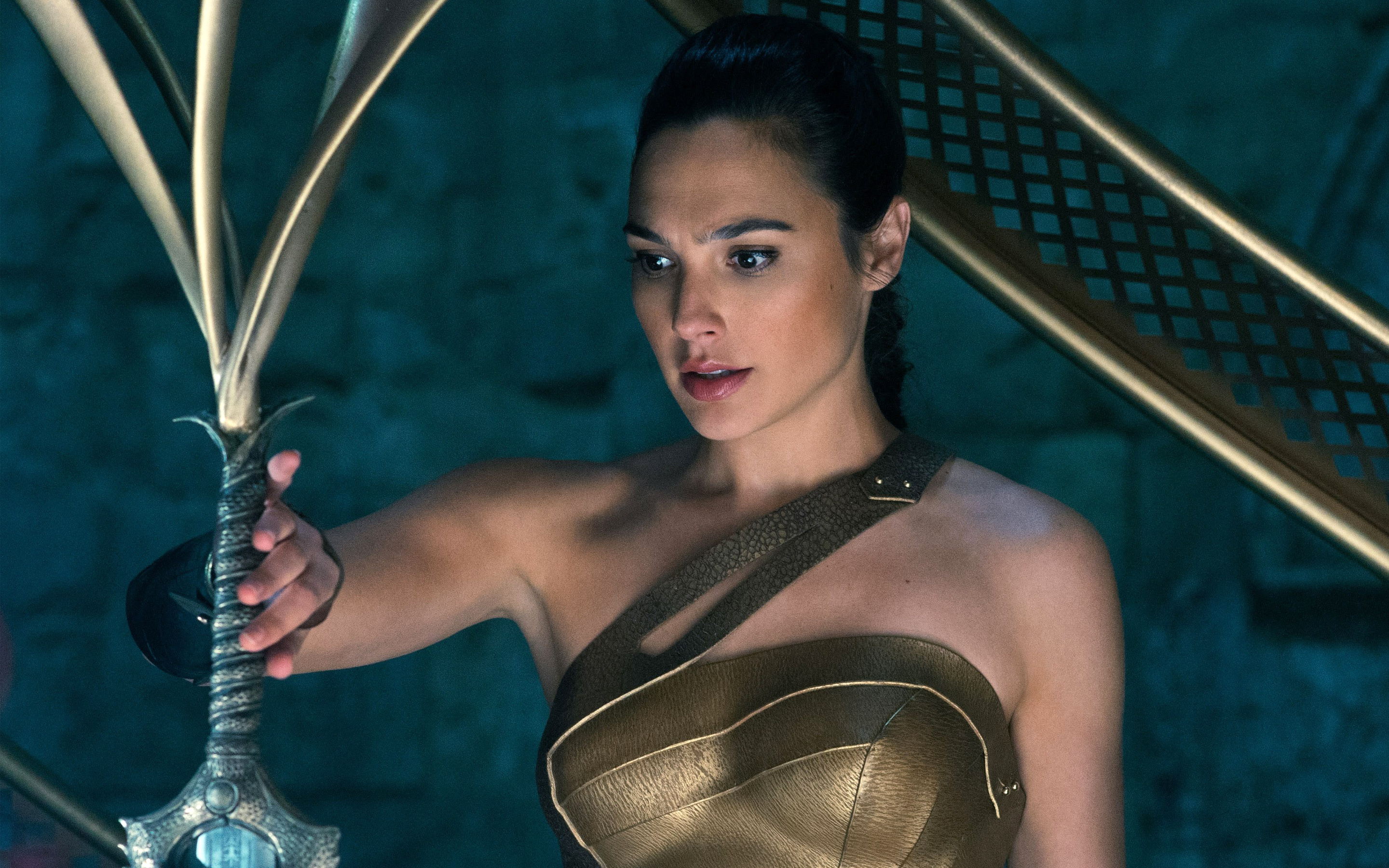 'Wonder Woman' review: Gal Gadot glorious in DC Comics movie