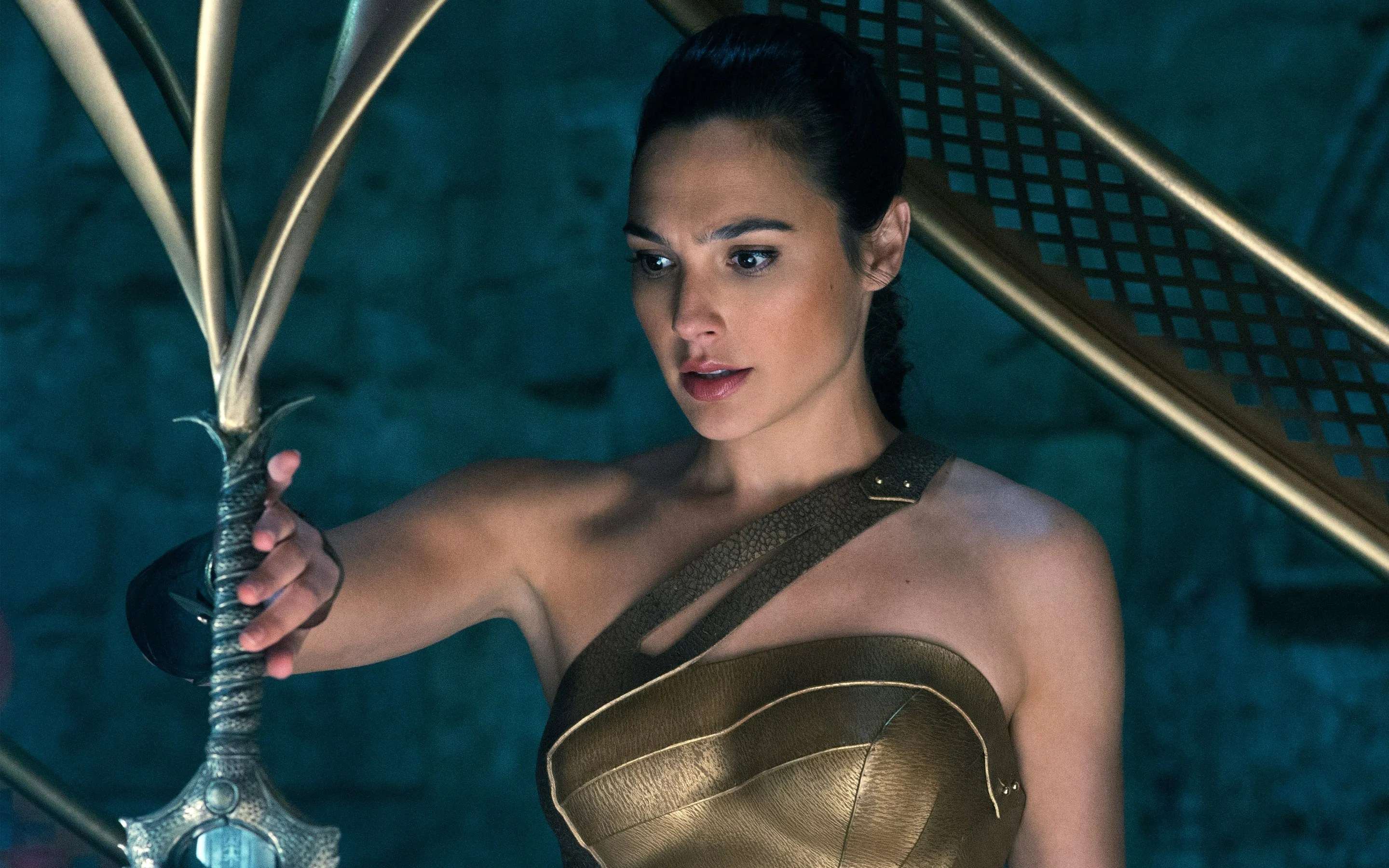 Wonder Woman Review - The Origin Story You Were Waiting For