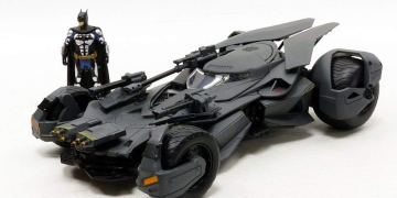 Metals Justice League Batmobile Toy Review