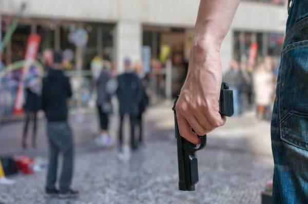 Смертельная стрельба и ножевые ранения: США пережили ...