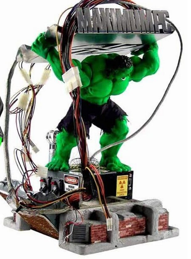 05-pc-cabinet-Hulk-PC-by-Chris-Blarsky