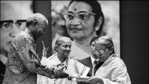 nelson-mandela-president-jnanpith-award-devi-mahasweta