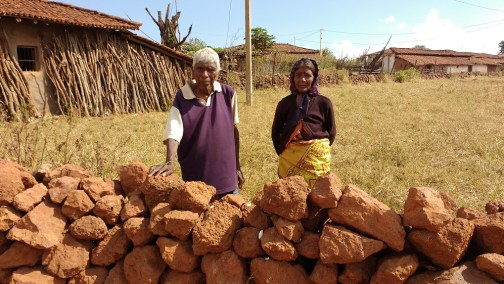 An elderly couple of the Asur tribe at work in the Netrahat region, Bishunpur block, Jharkhand