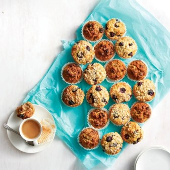 Samen een paasontbijt maken met chocolade/banaan ontbijtmuffins