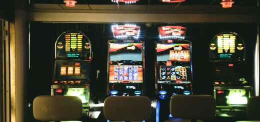 Rich and Famous who have won big amounts on slots
