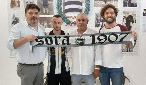 L'A.S.D. Sora Calcio 1907 comunica l'ingaggio della mezzala classe 2000 Andrea Mandara proveniente dal Città di Gragnano (Eccellenza Campana). Nativo di Castellammare di Stabia il nuovo arrivo bianconero è cresciuto […]