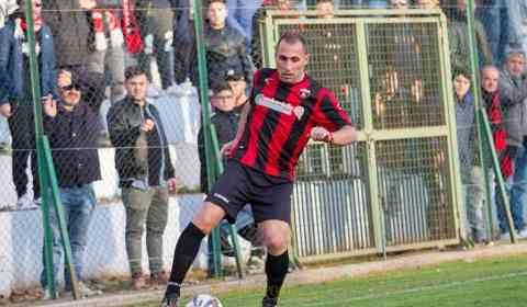 Il Siracusa calcio ha ufficializzato l'ingaggio dell'attaccante, classe '86, Giuseppe Siclari. Ex Nocerina, ha indossato la maglia rossonera nella stagione 2016/2017 in cui ha collezionato 30 presenze e 16 gol.