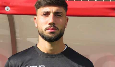 """La Nocerina Calcio rende noto di aver raggiunto l'accordo per il rinnovo del contratto con il calciatore Pierfrancesco Vecchione. Queste le prime dichiarazioni del centrocampista """"Sono contento di aver trovato […]"""