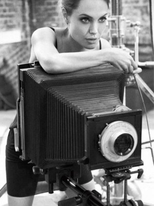 angelina-jolie-with-a-large-format-camera