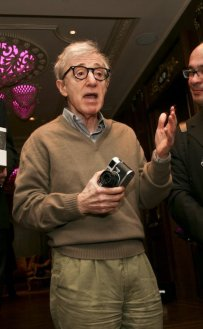 woody-allen-with-a-leica-m8-2