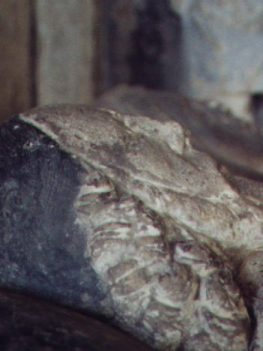 Close-up of two figures on the Faunt tomb
