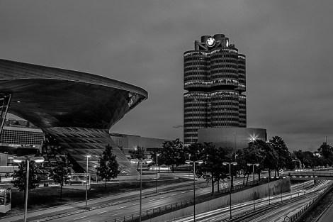 schwarzweiss rund ums BMW-Haus
