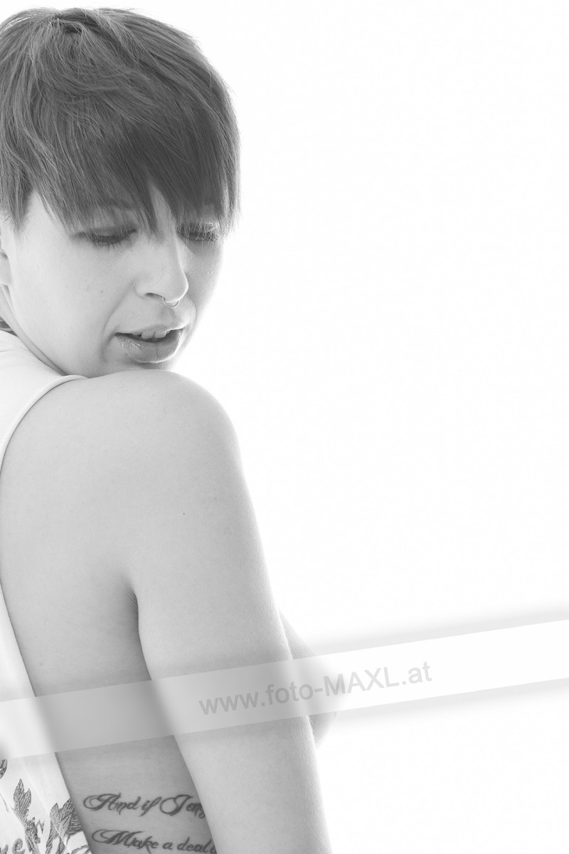 Aktshooting im Fotostudio mit Lisa http://www.foto-MAXL.at