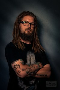 Dreadlocks Male Model Portrait im Studio http://www.foto-MAXL.at