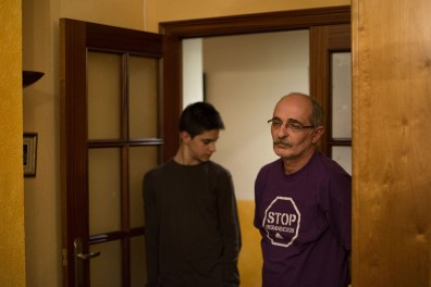Pedro and his son Vicent are awaiting eviction. Pedro and his wife Carmen are both unemployed after the factories they worked for unexpectedly closed down. Like many people they have boxed up all of their possessions, as their eviction is imminent.