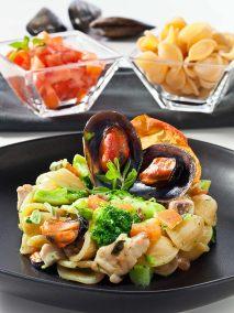 Orecchiette con ombrina cozze broccoli e maggiorana Libro Cucina Mediterranea per Academia Barilla WhiteStar Edizioni