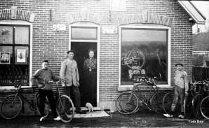 Piet de Bruin Echtpaar C van Klaveren en Jan Keessen.