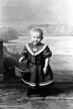 Adriaan Buis Toen een jongen ook nog in rokje werdt op getuigd.