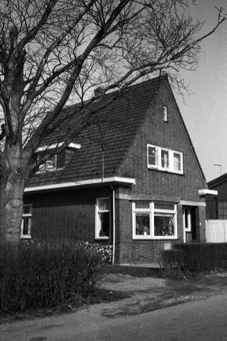 Hier woonde toen...? Dool. Scheepswerf, Vierambachtsweg.