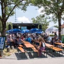 15 Der Dorffest Hauptplatz