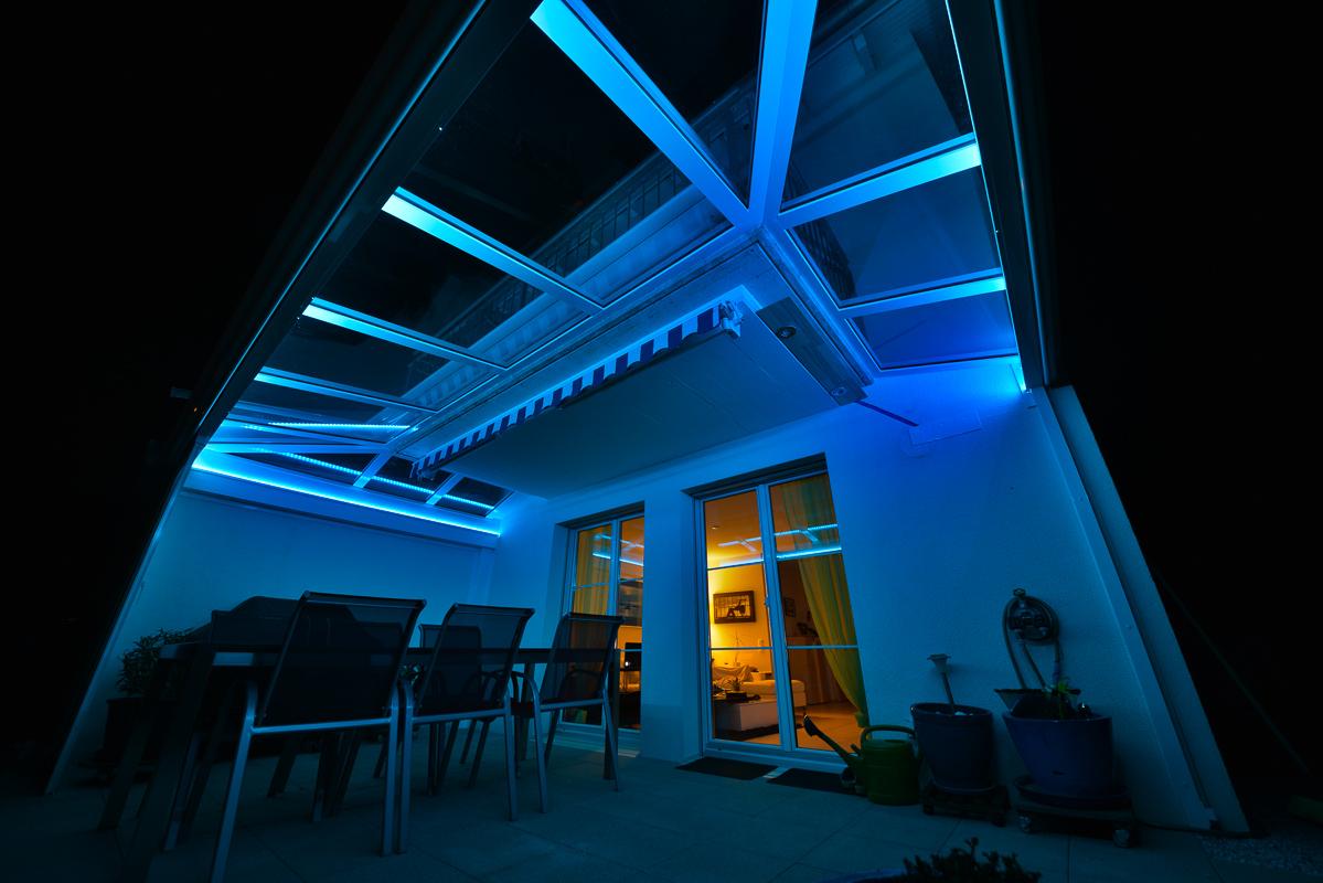 gartensitzplatz sitzplatz berdachung mit rgb led beleuchtung fotografie und reise blog. Black Bedroom Furniture Sets. Home Design Ideas