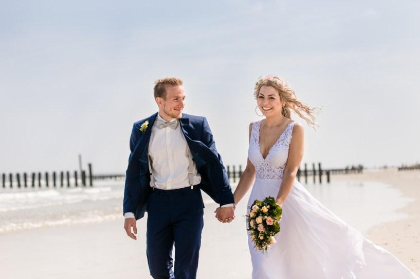 Brautpaarshooting Wangerooge, Inselfotograf Wangerooge, Hochzeitsfotograf Ostfriesland, Leuchtturm Wangerooge