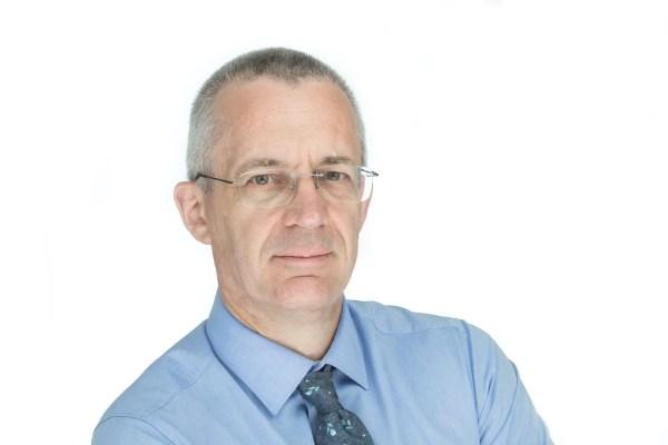 Business-Portrait eines Mannes - und ohne Reflex in der Brille.