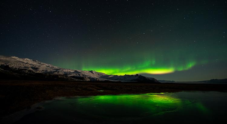 Golvend noorderlicht tijdens fotoreis in IJsland