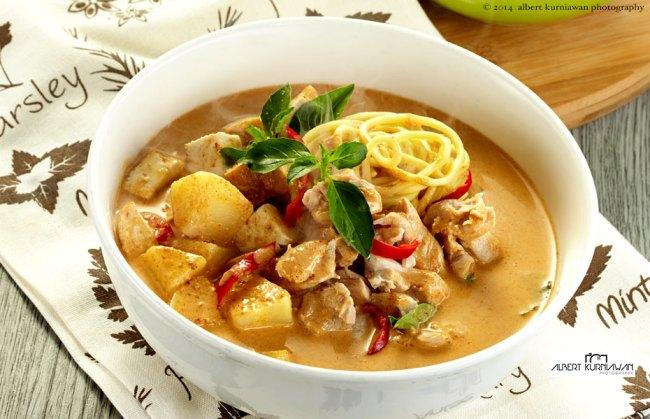 thai-extreme-yellow-chicken-laksa