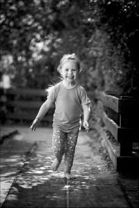 Hos en professionel fotograf, der har erfaring eller måske endda speciale i at lave portrætbilleder af børn