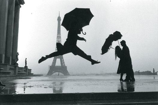 Henri Cartier Bresson Fotografando na chuva