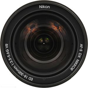 Objetiva Nikkor 18-300mm