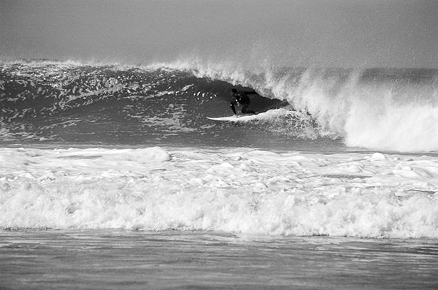 Fig.1 – Surfista não identificado, praia de Maresias – São Sebastião