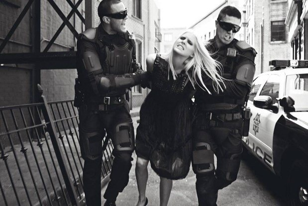 """State of Emergency"", Vogue Italia, Setembro de 2006, por Steven Meisel."