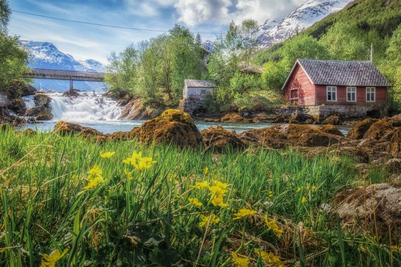 Na estrada para Briksdalbreen, Noruega. Aproveitando toda a luz natural!