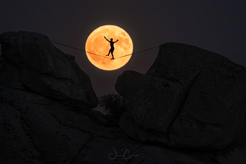 Jose-Angel-Izquierdo-Jaicano-funambulista-luna