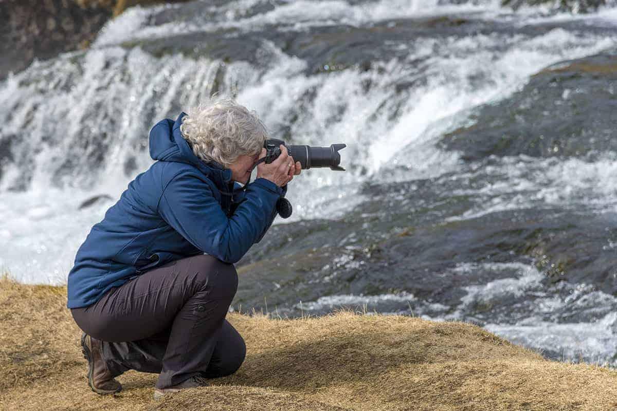 Fotografiereis IJsland Marit bij waterval